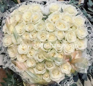 白いバラのハートアレンジ